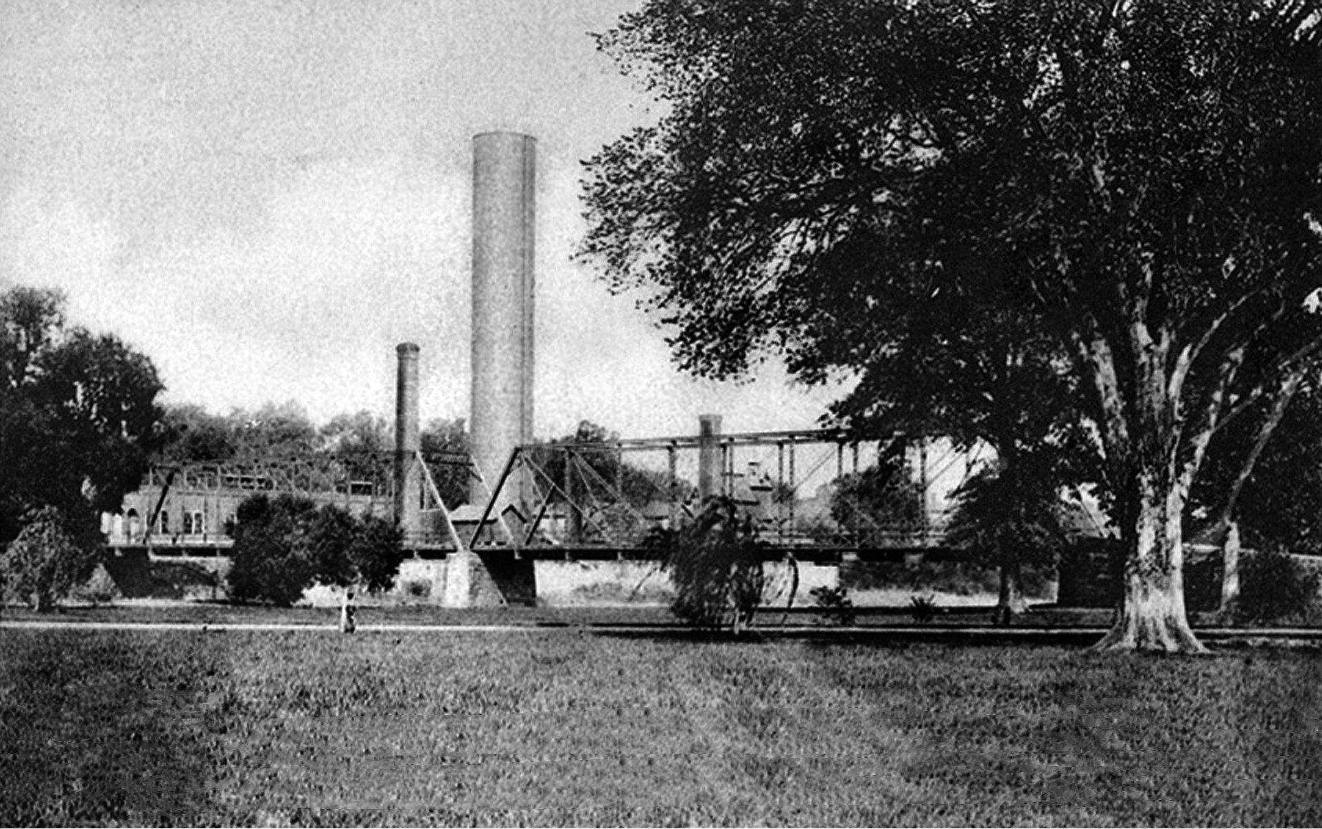This power station is where the hydro-electric power for Duke Farms was generated. The pumping house had a capacity of one million gallons per day. A pipe laid under the river connected the pumping house to the two million-gallon Duke Reservoir.